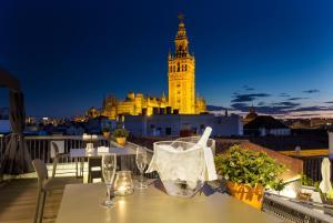 Eurostars Sevilla Boutique tesisinde bir restoran veya yemek mekanı