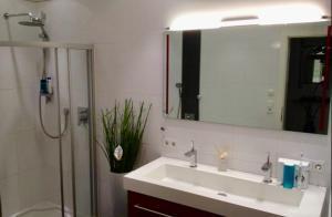 Ein Badezimmer in der Unterkunft Heart of INN's Bruck