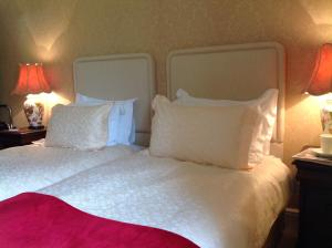 A bed or beds in a room at Westgate Manor