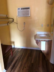 A bathroom at Americas Best Value Inn - Jonesville