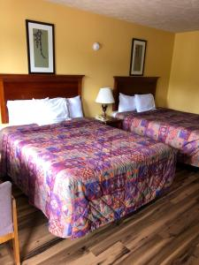 A bed or beds in a room at Americas Best Value Inn - Jonesville