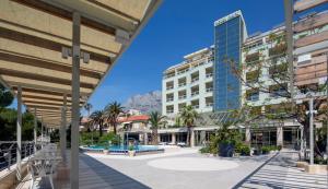 The swimming pool at or close to Hotel Park Makarska
