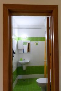A bathroom at Iris Apartaments