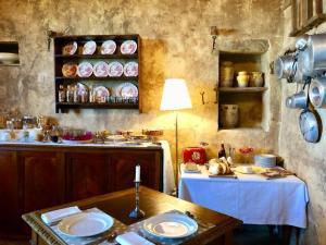 Een restaurant of ander eetgelegenheid bij Castello Di Semivicoli