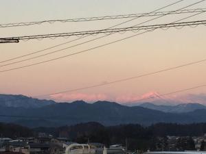 Pemandangan umum gunung atau pemandangan gunung yang diambil dari bed & breakfast