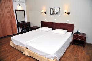 A bed or beds in a room at Santa Marina Hotel Apartments