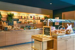 Un restaurante o sitio para comer en Ibis Barcelona Centro (Sagrada Familia)