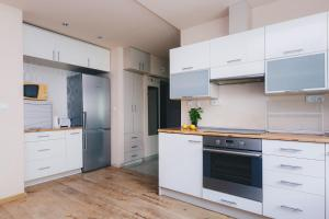 A kitchen or kitchenette at ShortStayPoland Solidarnosci (B8)