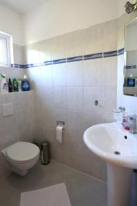A bathroom at Easylife Aruba