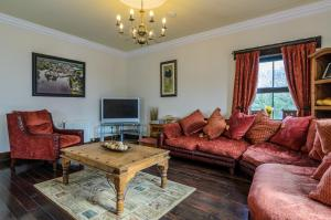 A seating area at Kesh Country Manor B&B