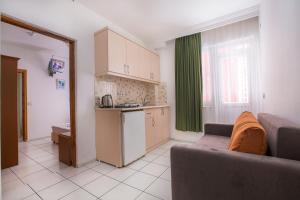 A kitchen or kitchenette at Bayram Apart Hotel