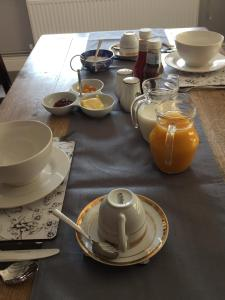 Breakfast options available to guests at Bramley Cottage