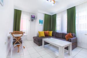 A seating area at Bayram Apart Hotel