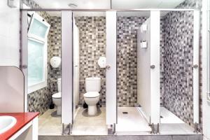 Un baño de Itaca Hostel
