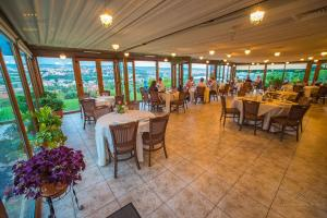 Un restaurant sau alt loc unde se poate mânca la Panoramic Cetatuie