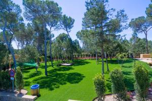 Ein Garten an der Unterkunft Apartamentos Ses Eufabietes