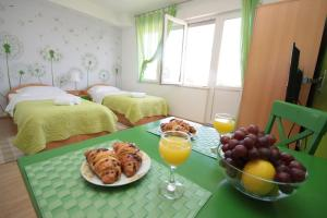 Breakfast options available to guests at City Center Accommodation
