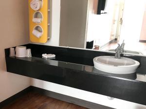 A bathroom at Motel 6-Bremen, GA