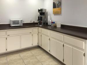 A kitchen or kitchenette at Motel 6-Bremen, GA