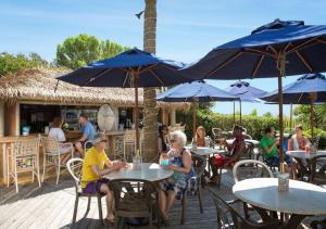 A restaurant or other place to eat at Sea Crest Oceanfront Resort