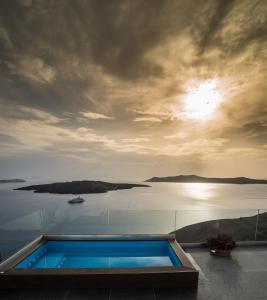 Piscine de l'établissement Kratiras View Luxury Suites ou située à proximité