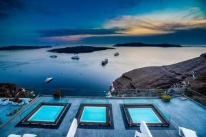 Vue sur la piscine de l'établissement Kratiras View Luxury Suites ou sur une piscine à proximité