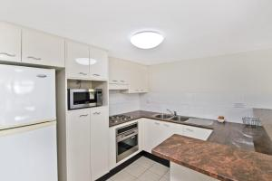 A kitchen or kitchenette at Northpoint 302, 2 Murray Street