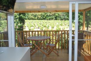 Balcon ou terrasse dans l'établissement Camping CHARLEMAGNE