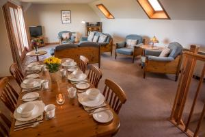 A restaurant or other place to eat at Carden Holiday Cottages - Elgin