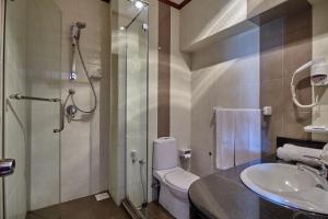 Ванная комната в Coral Sands Hotel