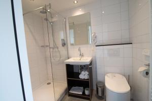 A bathroom at Loskade 45
