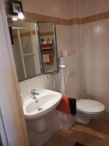 Ein Badezimmer in der Unterkunft Gästehaus Celine