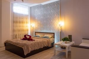 Кровать или кровати в номере ЛаKшеРи project hotel and hostel