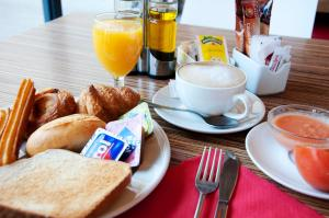 Breakfast options available to guests at Travelodge Torrelaguna