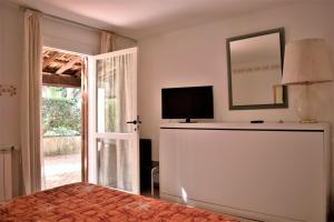 TV o dispositivi per l'intrattenimento presso Villa Aurea Bed and Breakfast