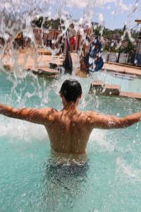 A piscina localizada em Pousada Nossa Senhora Aparecida ou nos arredores