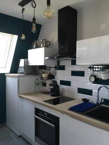 A kitchen or kitchenette at L'Atelier des Planches