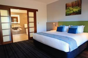 A bed or beds in a room at Novotel Vines Resort Swan Valley