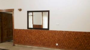 A bathroom at Islamabad Residencia