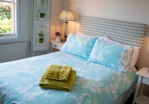 A bed or beds in a room at The Hollies Bed and Breakfast