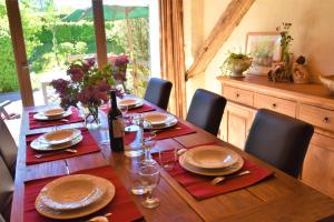 A restaurant or other place to eat at Gites-Clairiere-Ardenne