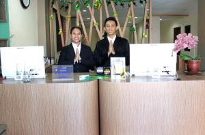 De lobby of receptie bij D Inn Rungkut Juanda Surabaya