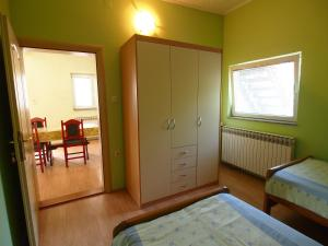 A television and/or entertainment center at Apartman i sobe Pavek