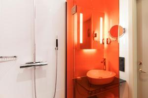 A bathroom at Hotel Riddargatan
