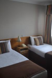 A bed or beds in a room at Teac Jack