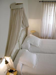 A bed or beds in a room at Hotel Puerta de la Luna
