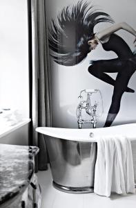 A bathroom at Hotel Oleana