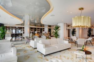 Lobby/Rezeption in der Unterkunft Amadore Hotel Restaurant Arion