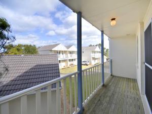 A balcony or terrace at Sandcastles, 21/23 Robinson Street