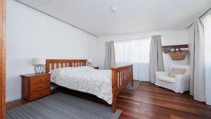 A bed or beds in a room at Sea Urchin, 9 Sandy Point Road